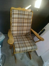 ROCKING CHAIR//FAUTEUIL A BASCULE//20$ Châteauguay