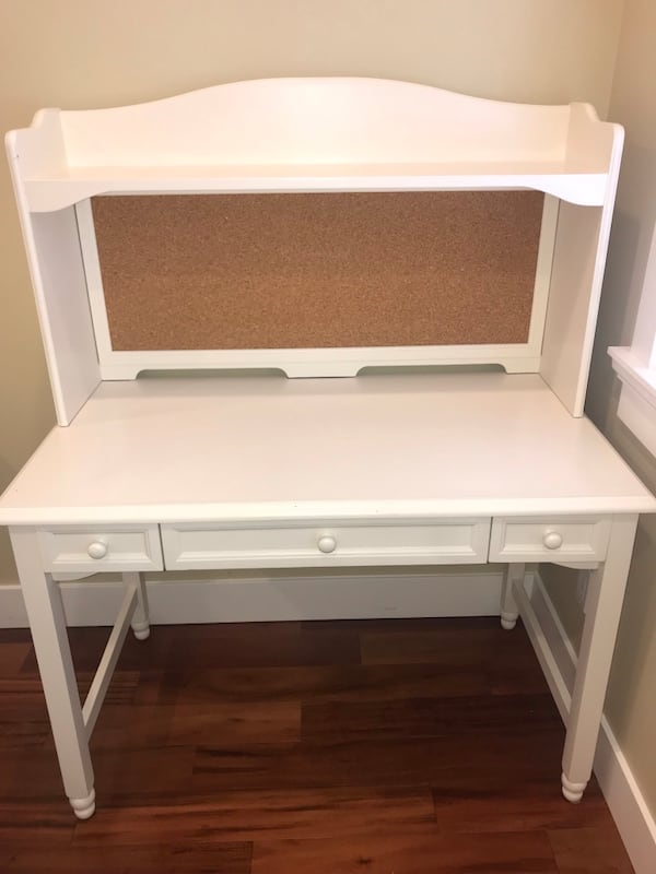 Solid Wood White Desk and White Chair 3004ff6c-bace-46c2-b9ed-e27721c6205c