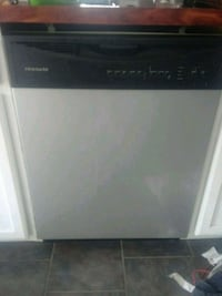 white and black Arcelik dishwasher 219 km