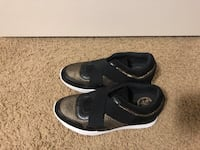 Guess wedged sneakers size 8 3154 km