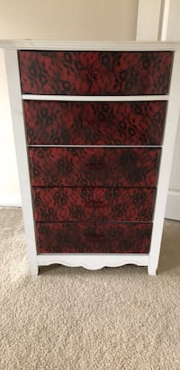 red and white wooden 4-drawer chest Gainesville, 20155