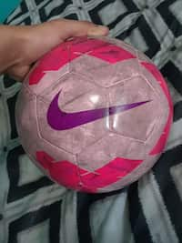 b00284683 Used pink and white Nike soccer ball for sale in San Leandro - letgo