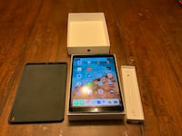 LAST DAY TODAY OR HAVE TO TAKE OTHER OFFER! Space gray ipad Pro 64gig (2017)with Apple Pencil Houston, 77089