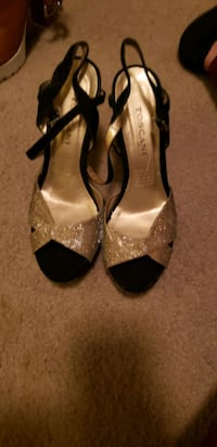 New gold high heels Tulare, 93274