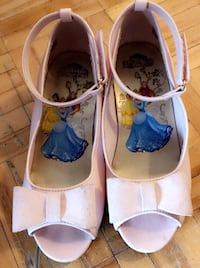 pair of white-and-blue leather flats Toronto, M3N 2H4