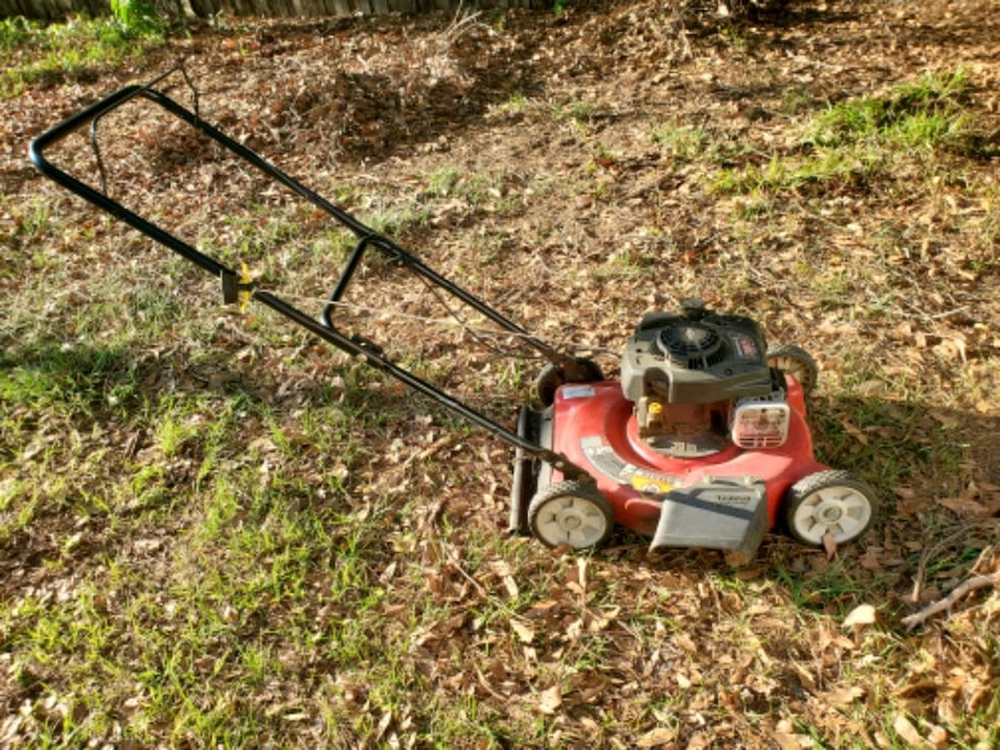 Photo Lawn Mower and Weed Eater