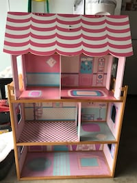 Pink and white doll house La Mirada, 90638