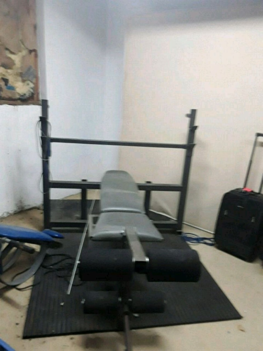 Photo OBO Weight bench press and weight mat