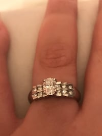0.70 ct diamond ring plus 0.20 ct small diamonds 14k gold appraised for $7200 Toronto, M2R 3N1