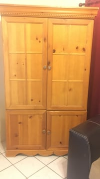 Brown wooden armoire El Paso, 79936