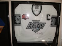 Wayne Gretzky  [PHONE NUMBER HIDDEN]  with certificate of authenticity Topanga