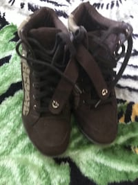 Guess hightops size 9M Davenport, 52804