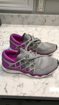 pair of gray-and-pink Nike running shoes Aurora, L4G 1H5