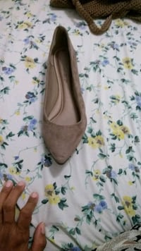 pair of brown suede pointed-toe flats New York, 10034