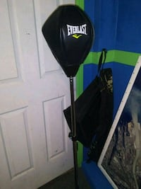 black and green Everlast heavy bag Port Orchard, 98366