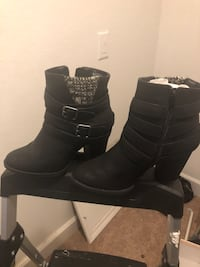 Boots size 7 40 for both pairs La Vergne, 37086