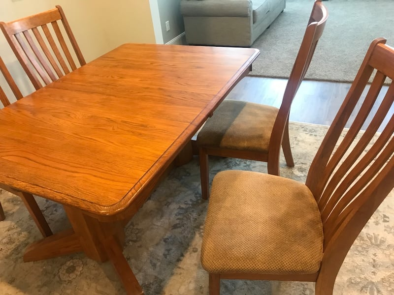 Vintage solid Oak Dining Set 9b8f5ed6-9178-46c3-be81-b357bc0f729f