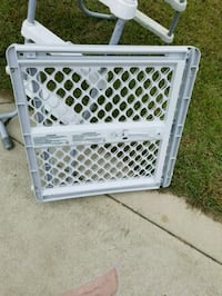 gray and white safety gate 295 mi