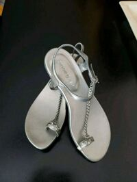 Beautiful silver sandals.  Size 8 Los Angeles, 91325