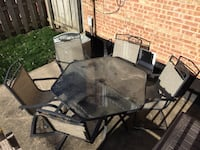 Outdoor table and five chairs Chicago, 60655