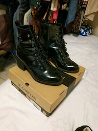 pair of black leather boots Toronto, M6N 1C5