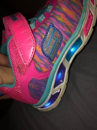 Size 9 light up sneakers  299 mi