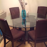 Round table and four chairs in excellent condition  Glen Burnie, 21060