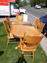 Expandable dining table + 6 chairs Toronto, M1N 2Y4