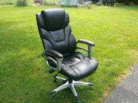 Office chair. Slightly used. In very good condition.