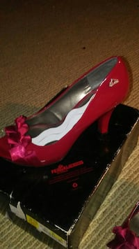 red patent leather peep-toe pump with box 420 mi