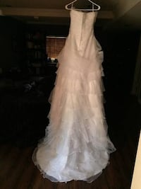 Brand new wedding gown! Bride decided on another style, can be sized, will fit size 8-10 Los Angeles, 91405