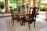 Beautiful Antique Square Dining Table w/4 chairs Redmond