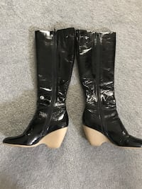 pair of black leather heeled boots Waldorf, 20601