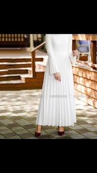White dress with bell sleeves  Toronto, M1G 1R3