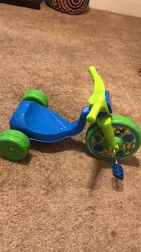 toddler's blue and green trike Bakersfield, 93301