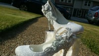 Silver heels with diamonds and flowers  616 mi