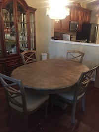 Beautiful 3 year old Table and 4 chairs Lake Mary, 32746