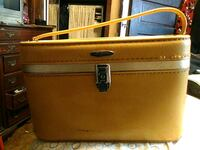 Vintage make-up case