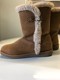 pair of brown UGG boots Saint-Eustache, J7P