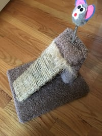 Cat scratch post and toy with ramp and carpet East Haven, 06512