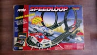 Artin SuperLoop Speedway Slot Car Racing Set Araba