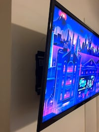 Samsung Flatscreen TV AND wall mount  Los Angeles, 90004