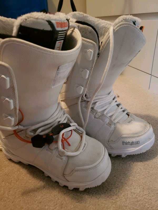 Thirty two Snowboarding Boots 9a81f2df-b706-4d4f-ae28-bace720e9264