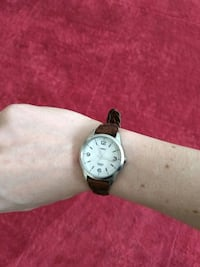 round silver analog watch with brown leather strap Bellevue, 68123