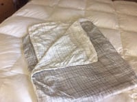 King Size, reversible duvet cover, smoke free, pet free home, St Thomas, N5R 6H2