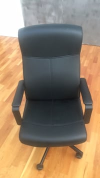 black leather padded rolling armchair Denver, 80211