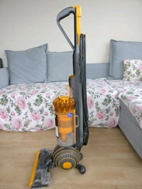 Dyson small ball 2 upright vacuum cleaner Seattle, 98121