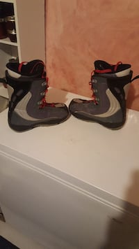 black-and-gray snowboard boots