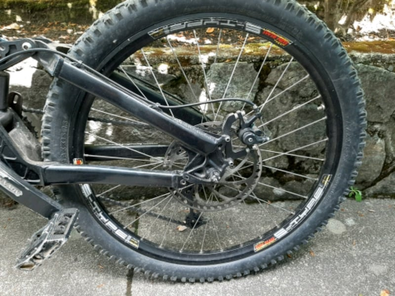 BRODIE--HOODLUM---Full suspension mountain bike  a05dcff2-959c-45dc-a2af-a73bc8870567