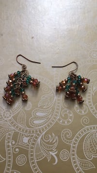 pair of gold-colored hook earrings Brampton, L6R